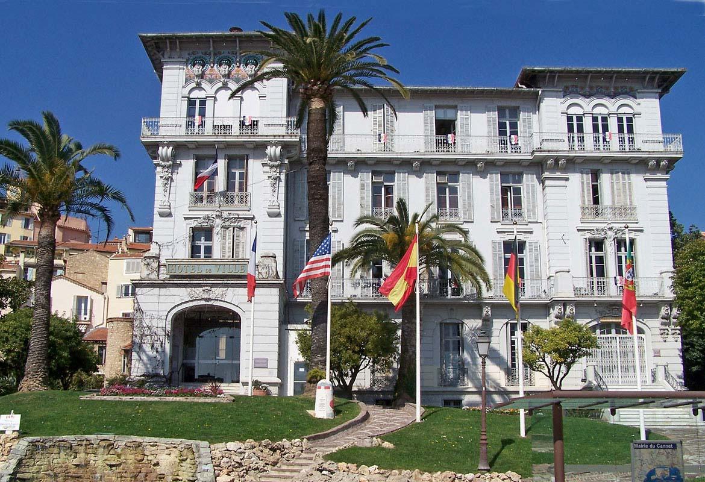 Hotel-de-Ville-Le-Cannet-vue-de-face
